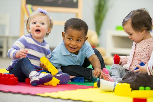 L'accueil des tout-petits ; central pour les bébés, crucial pour les parents, essentiel dans la lutte contre les inégalités